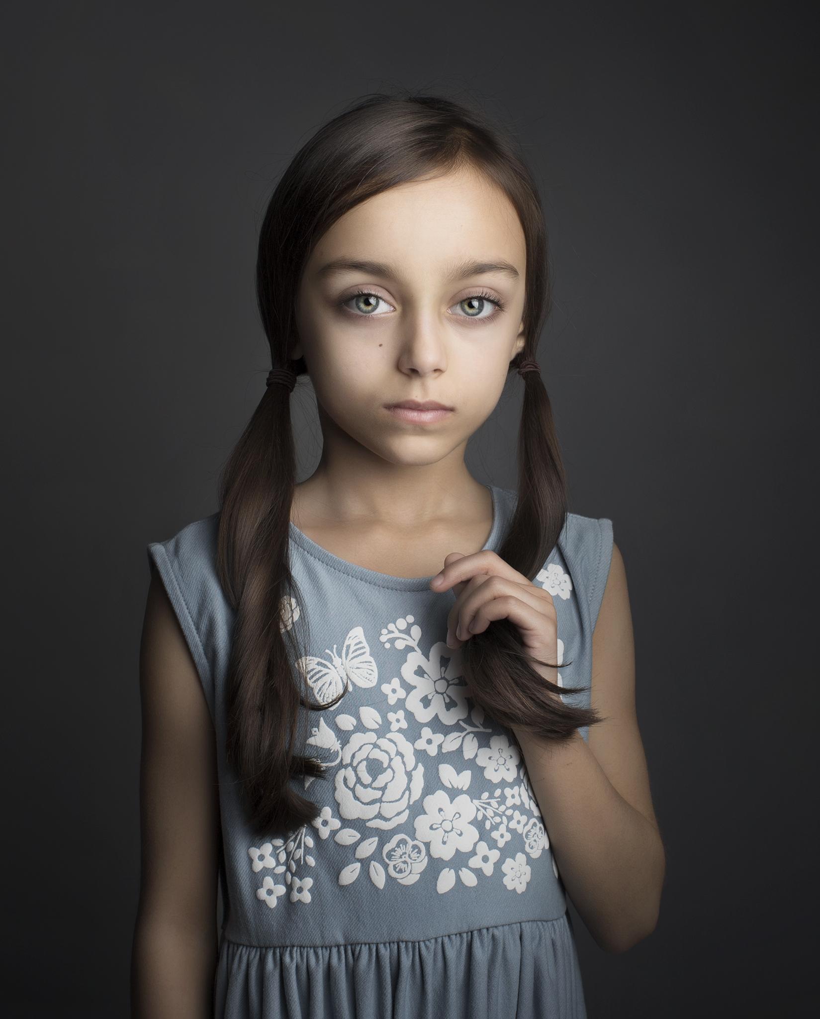 elizabethg_photography_hertfordshire_fineart_child_portrait_model_sophia_tailor_2.jpg