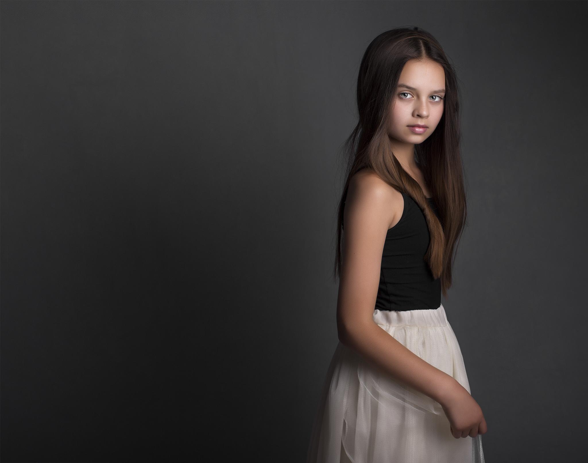 elizabethgphotography_fineart_kingslangley_hertfordshire_child_model_francesca_kids_london_4.jpg