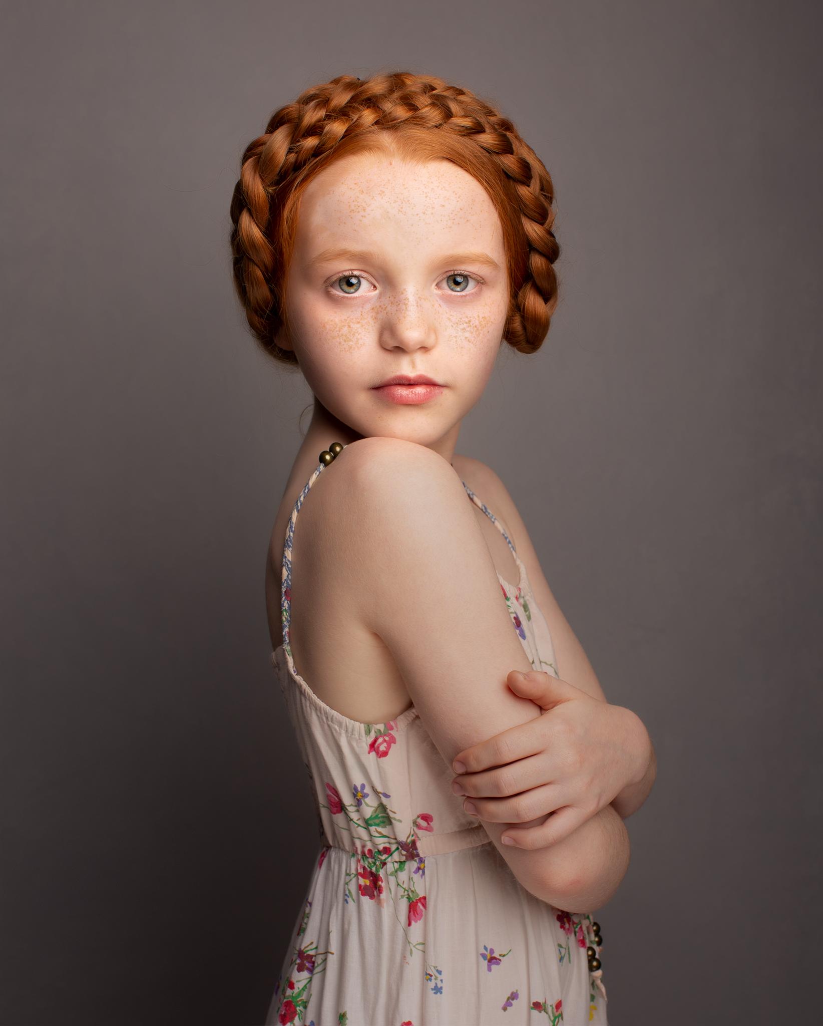 elizabethg_fineart_portrait_photography_niamh_elliottparkermanagement_002.jpg