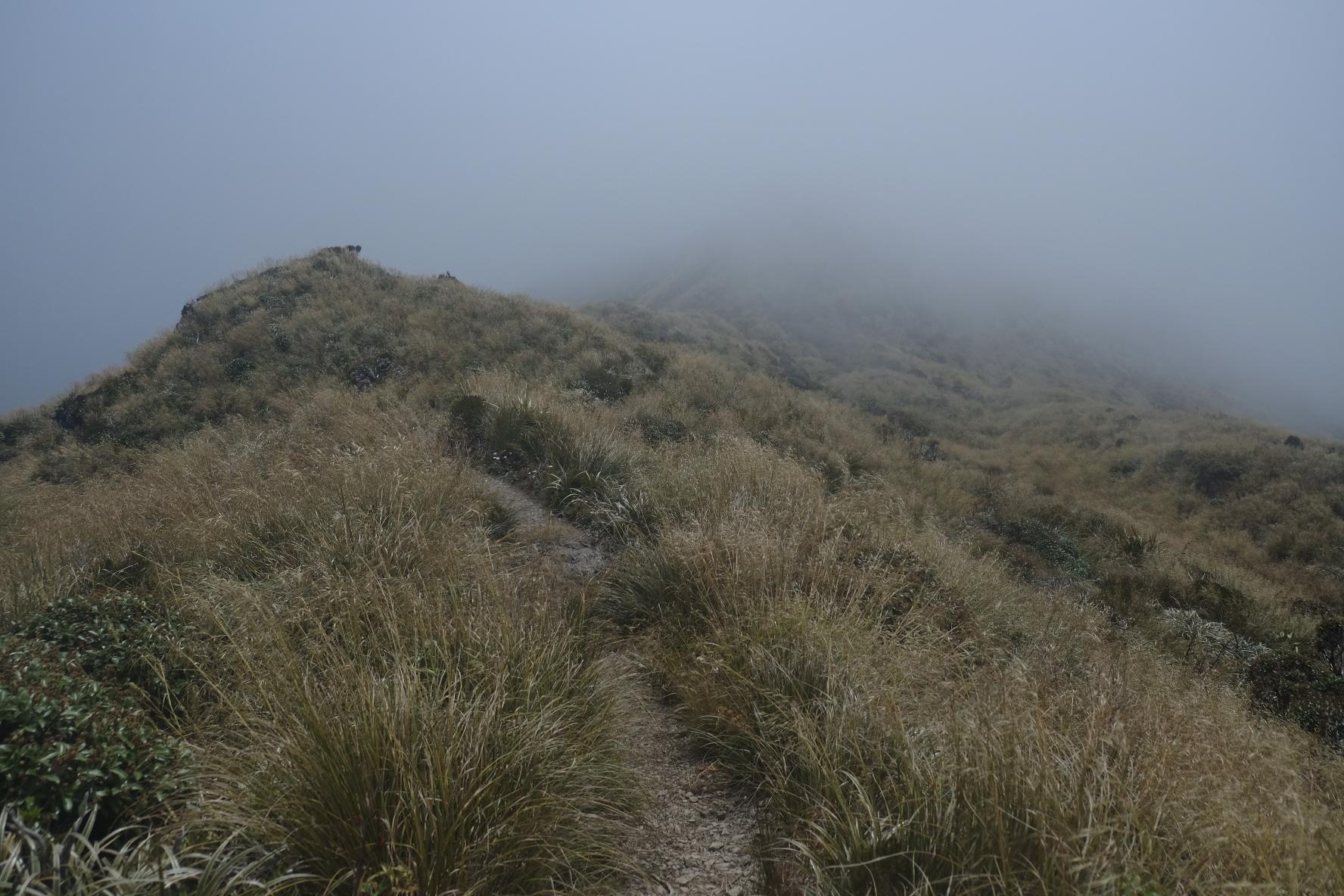 Noisy cloud on the ridges