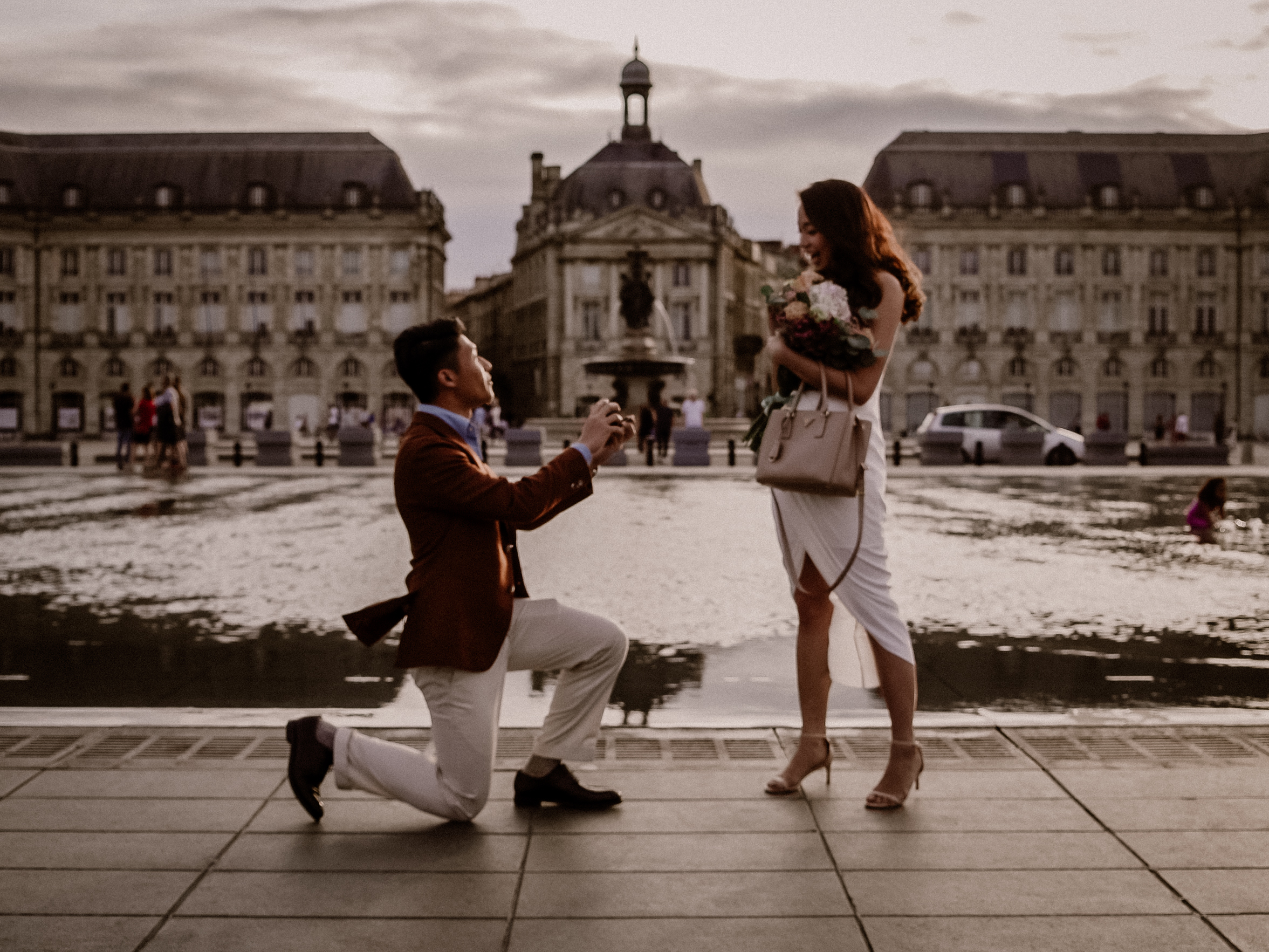 """Proposal""""the Miroir D'eau"""" - Une demande en mariage au Miroir d'eau suivi d'une belle ballade à la dune du Pilat ! Découvrez leurs histoire !"""