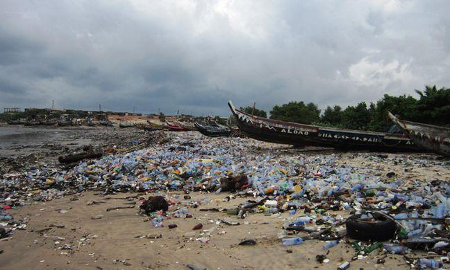 https_%2F%2Fresource.co%2Fsites%2Fdefault%2Ffiles%2FGhana_Tyler_Kobla_-beach-litter-plastic.jpg