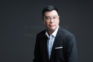 hk-corporate-headshot-dark-background-5.jpg