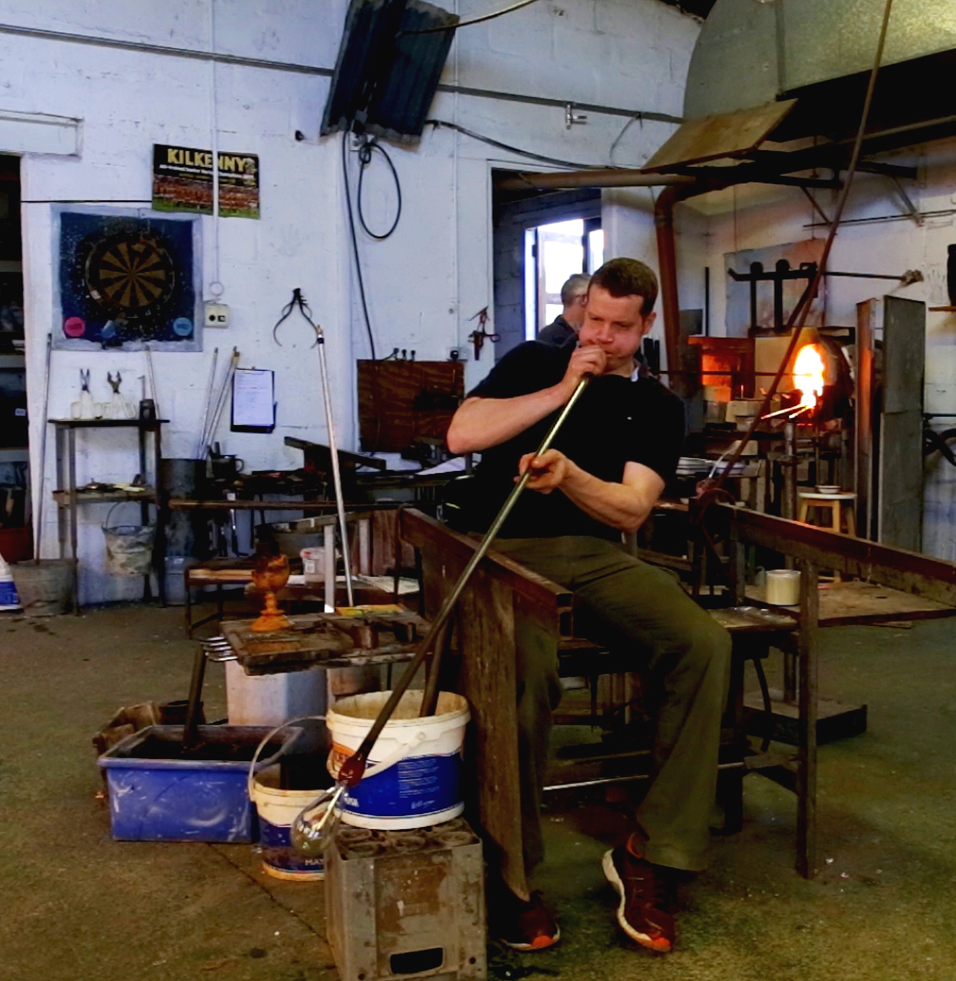 Rory Leadbetter is a master glass blower from Kilkenny. He delighted in the challenge to blow the perfect glass form that would safely contain the pure drop of the Lee.