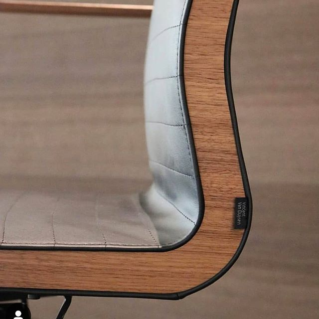 Can't get enough of the veneer detail on this @vincentvanduysen  chair for @bulofurniture