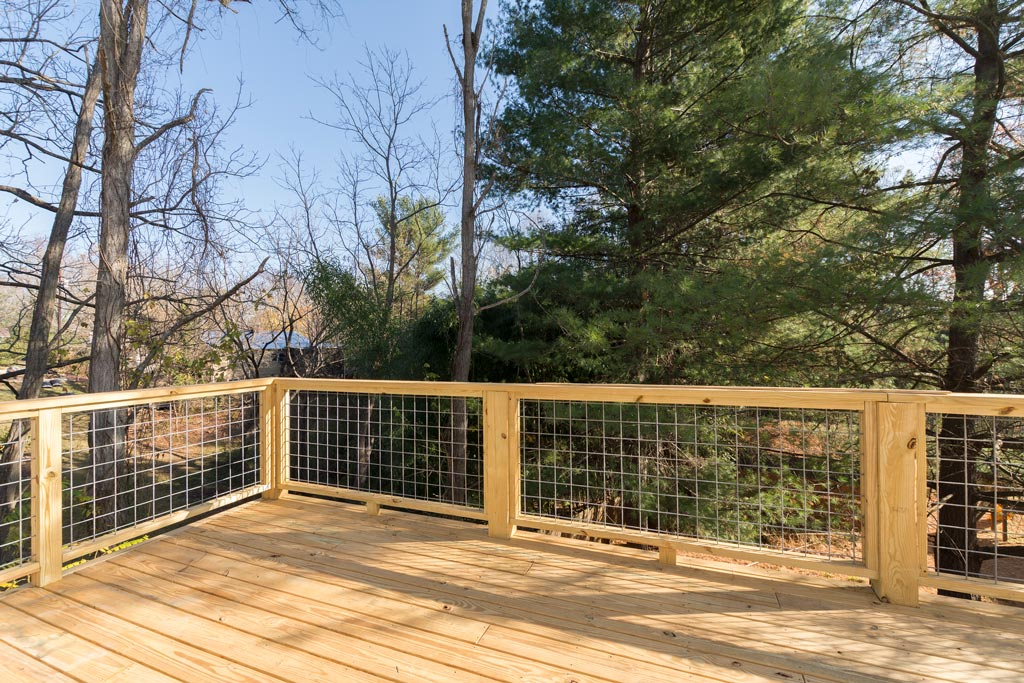Large-Deck-Perfect-for-Entertaining.jpg