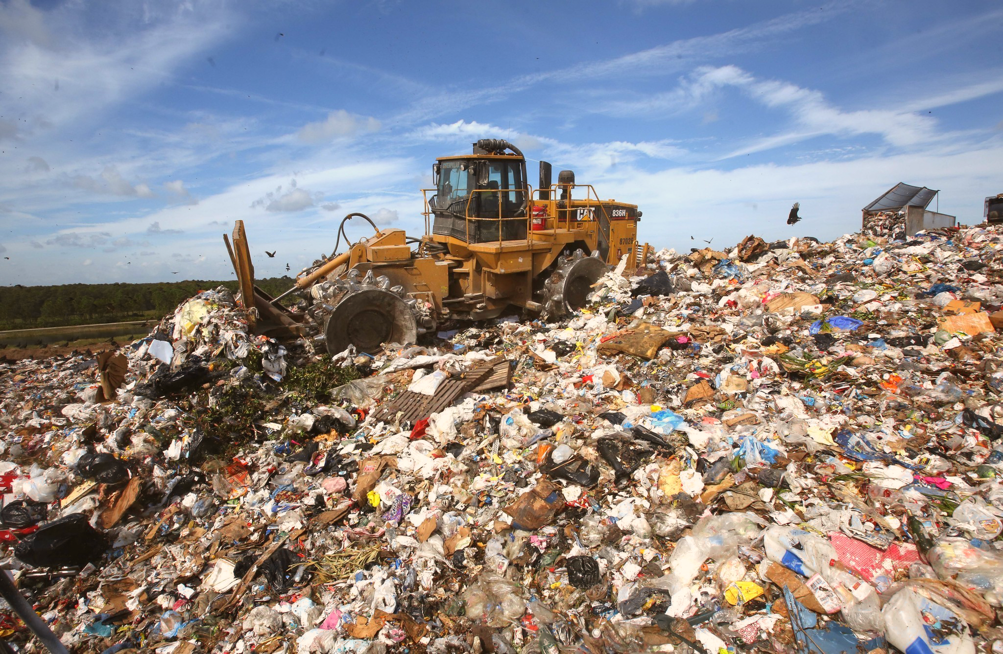 os-landfill-stinks-avalon-park-20150917.png