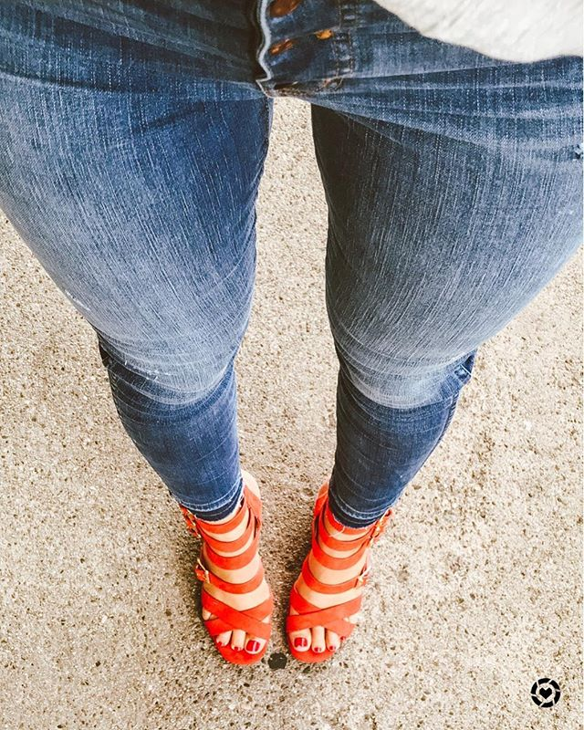 Tuesday Shoesday ✨ these beauties from @topshop are my new favorite staple. And they're my favorite color 🍊 What is your favorite brand when it comes to heels? I love @rebels_footwear @dolcevita & @sam_edelman 👋🏼 http://liketk.it/2wHq0 #liketkit @liketoknow.it #tuesdayshoesday #topshopstyle #nordstromstyle #everydaymadewell #madewellstyle