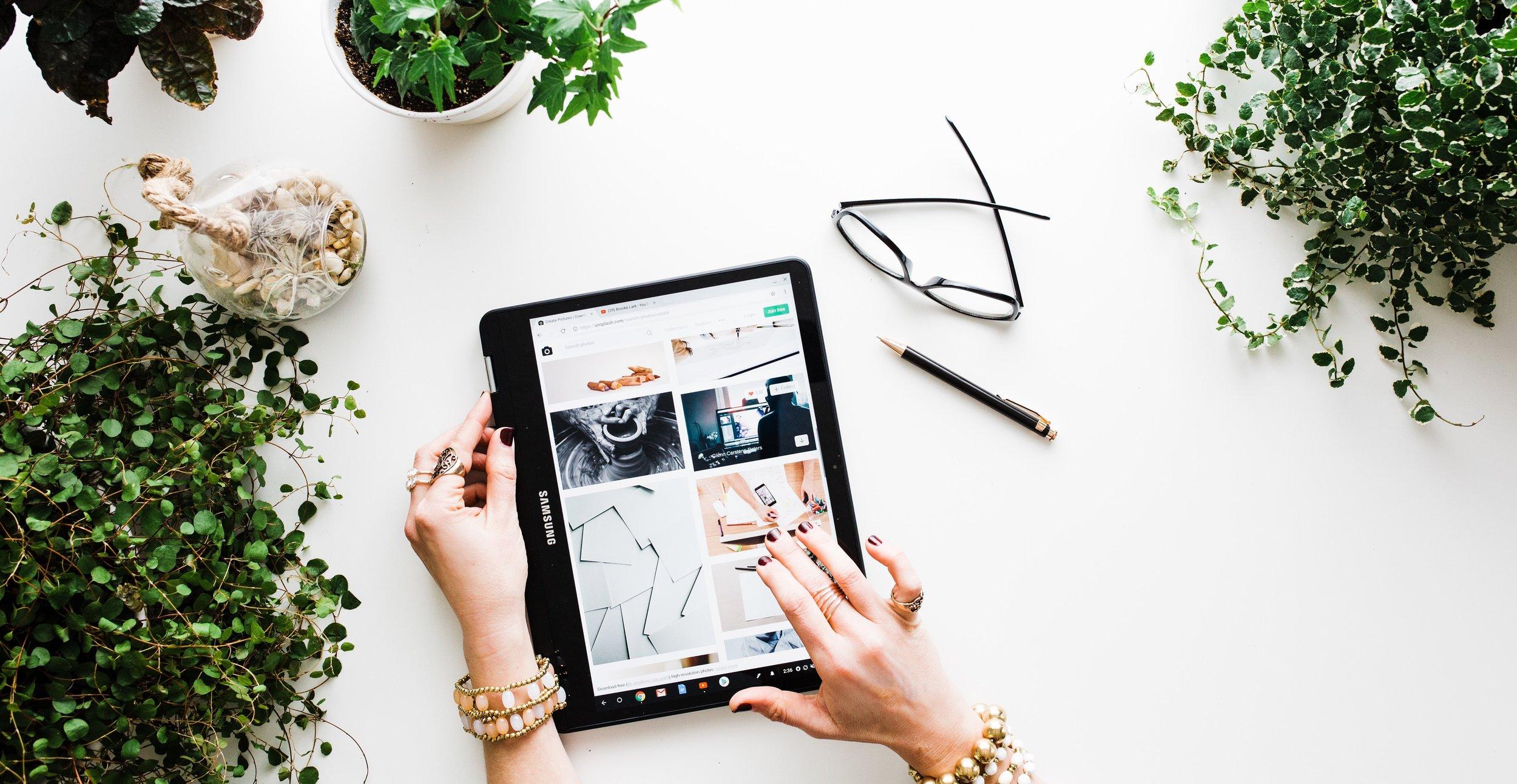 woman-shopping-on-tablet.jpg