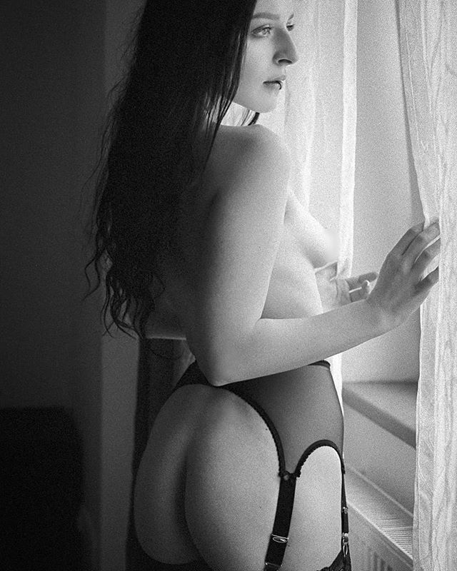 Heading home tomorrow! Woohooo! . Ph: outHer by @crash_76 Model: @quinn.linden . #akt #eroticphotography #artisticnude #fineartnude #sensualart #artnude #fotografie #fotoshooting #photography #sexymodel #photoshooting #artmodel #boudoir #impliednude #boudoirphotography #model #sensual #nudeart #nudephotography #artnudemodel