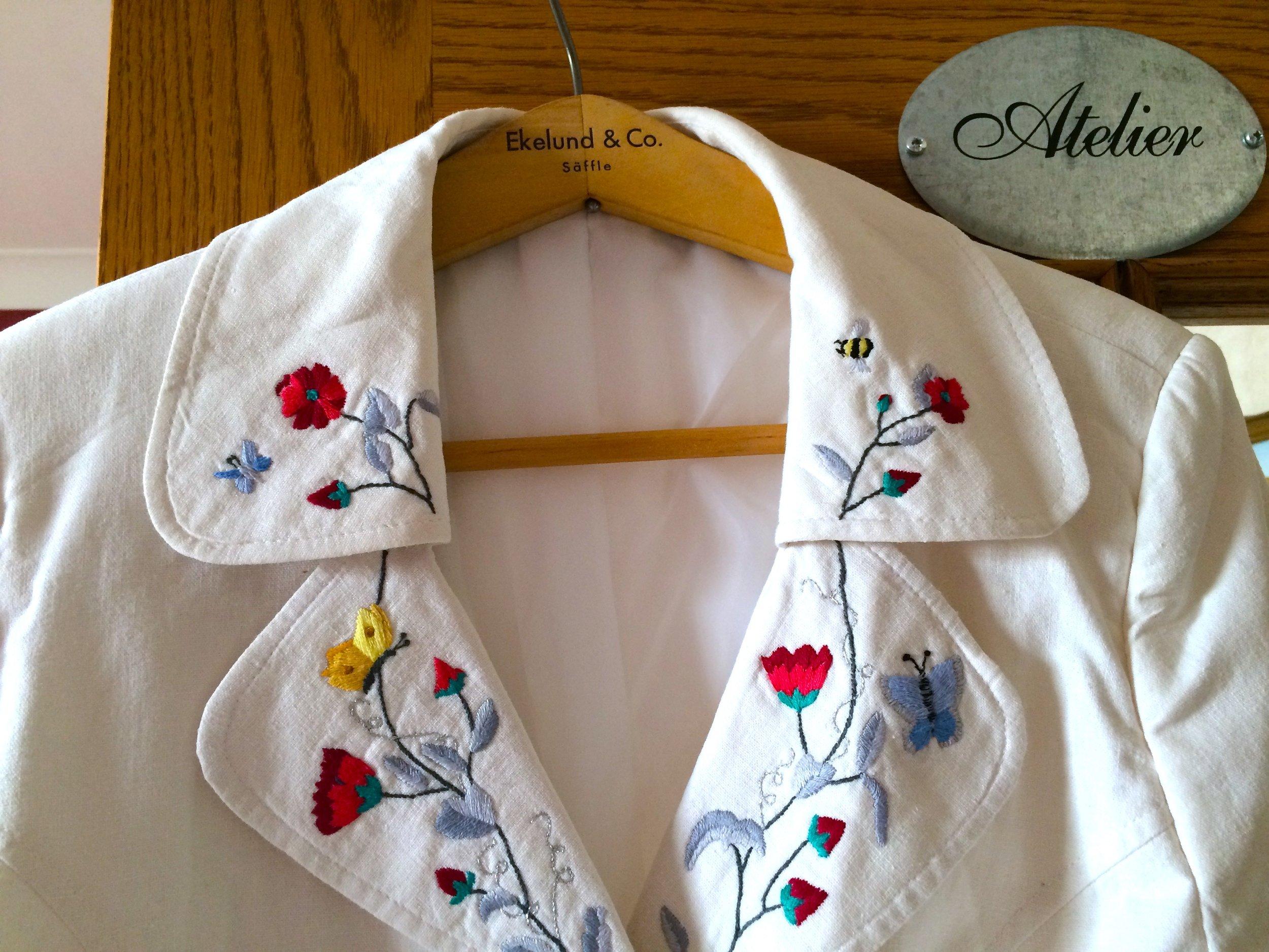 embroidered jacket collar.jpg