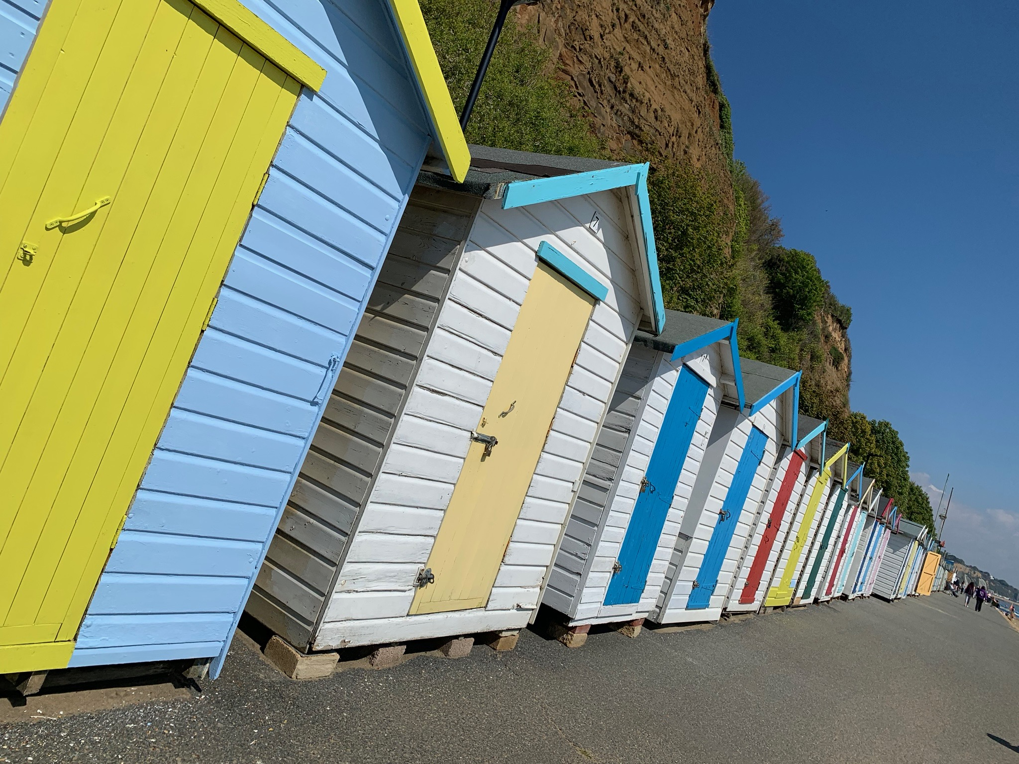 Beach huts Shanklin.jpg