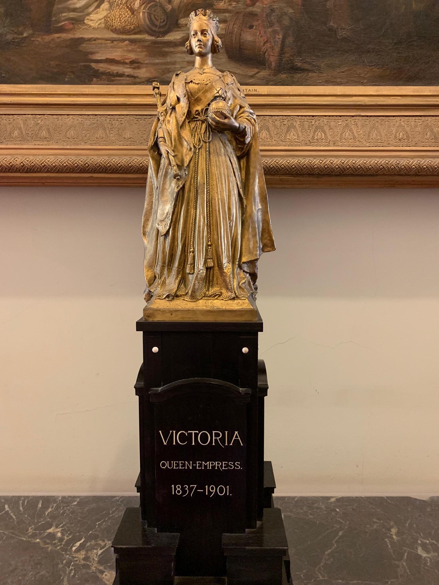Victoria statue.jpg