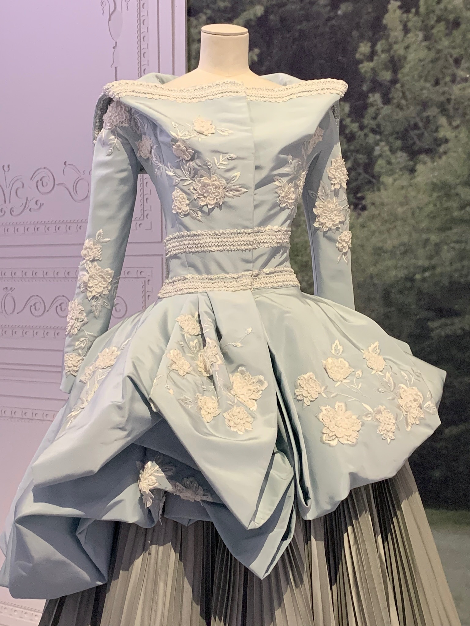 embroiderd couture gown Dior.jpg