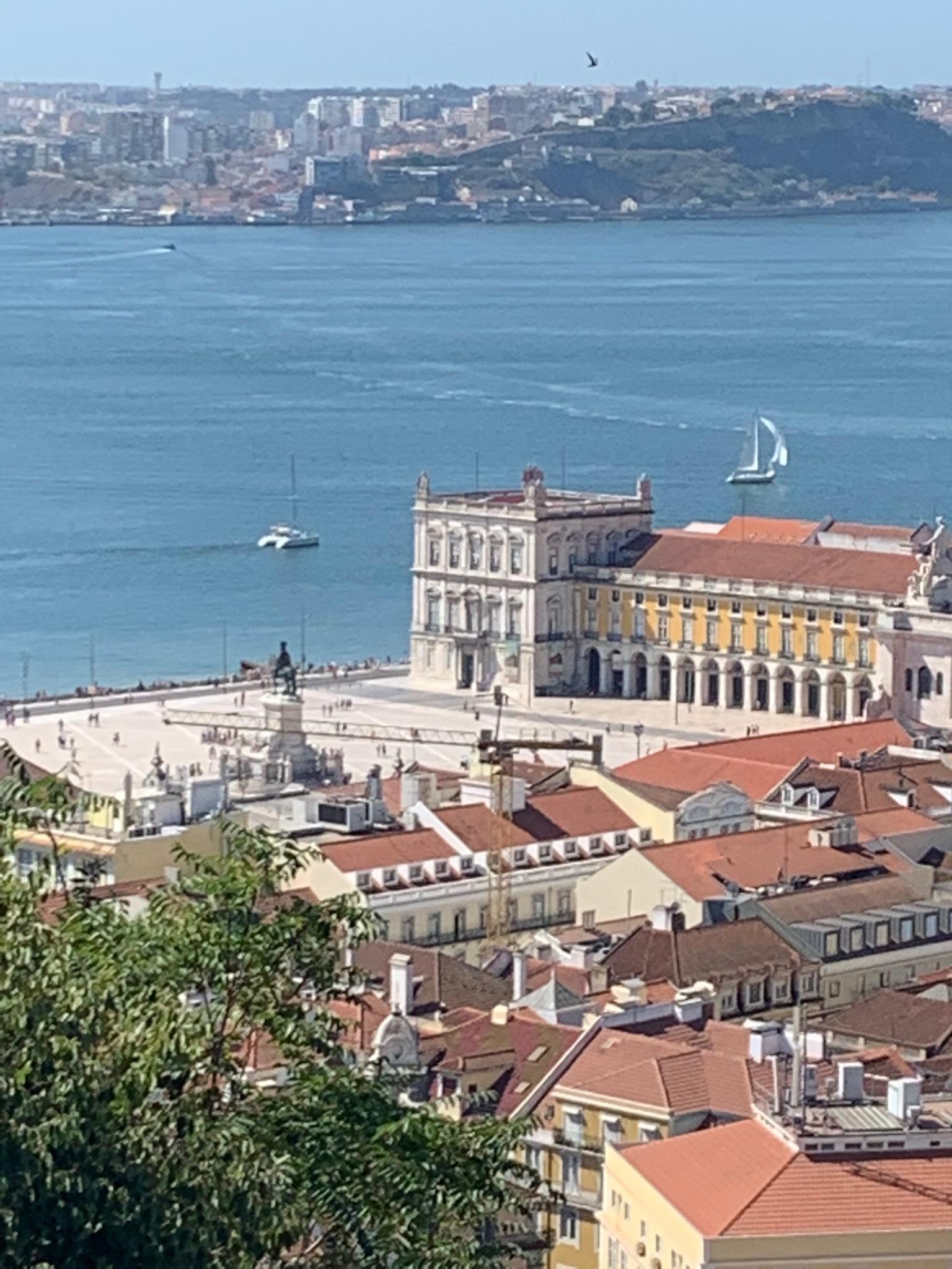 Panorma Lisbon.jpg