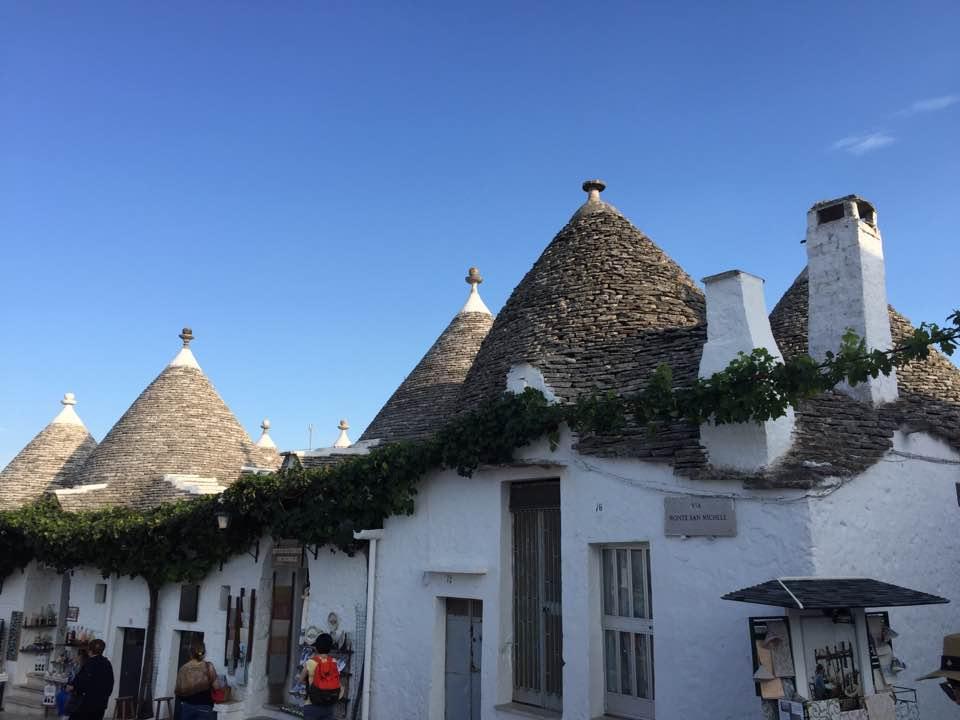 Trulli_Alberobello.jpg