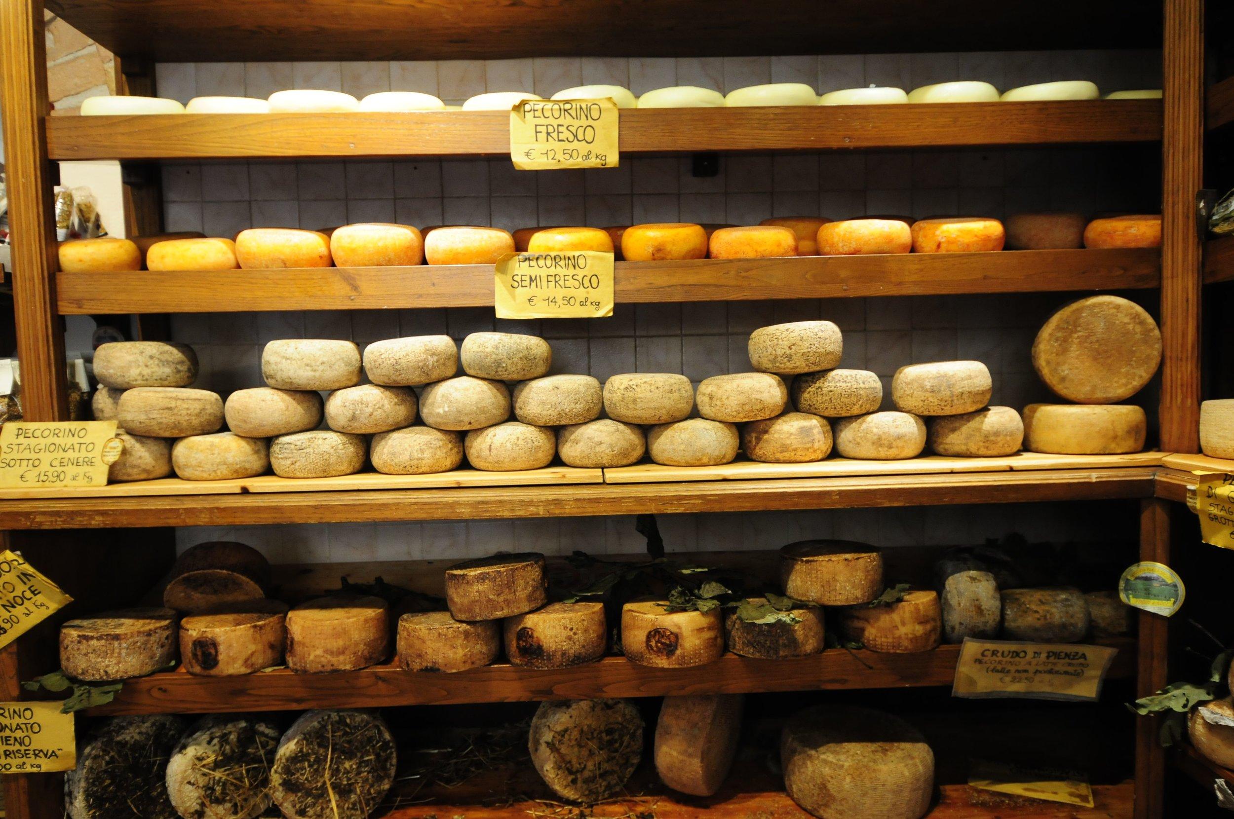 Pienza - ostebutikk Foto Kjell Helle-Olsen (89).jpg