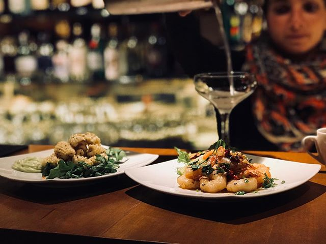 NEW SEAFOOD TAPAS Grilled Calamari with rocket, lemon + aioli, and Grilled Tiger Prawns in garlic, chilli, lemon + parsley! Perfect little nibbles to go with your glass of wine🍷🍤