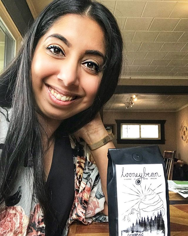 I was SO happy to find a local coffee roaster/shop in #Bend this weekend! Thanks to my girlfriend @ky_cook for picking this sweet spot at @LooneyBean for us to finally catch up! . Snagged a hemp milk mocha, extra hot, and a bag of organic Peruvian beans to take home. Can't wait to sip on these beans throughout the week! . If you're looking for a quite spot to work, grab a quick cup, or come play a game of scrabble, this is where I'd come! Love the tunes and the relaxed vibe.