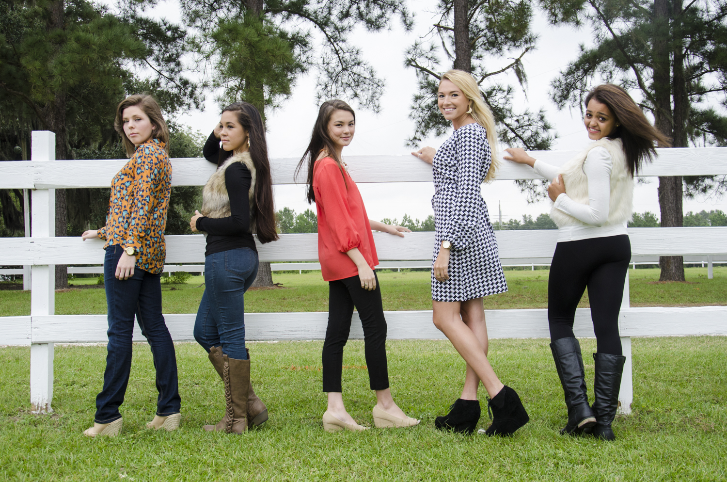 Clothing: Threads Boutique Models: Kaia Egan, Kayley Jacobs, Anna Heritage, Hannah Leverette, Kimberly Jacobs Location: Red Gate - Savannah, GA