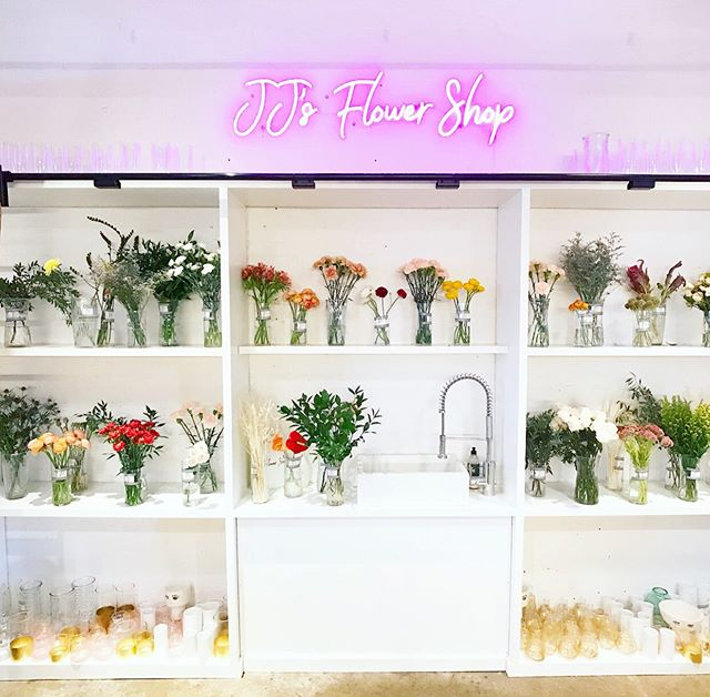Our friends at @jjsflowershop are celebrating their first birthday tonight from 4PM - 8 PM at @poncecitymarket 🎉⠀ ⠀ Join us as we celebrate an outstanding, driven woman and her blooming business 💐⠀ ⠀ RSVP link in bio 📲⠀ ⠀ #smallbusinessatlanta #atlcommunity #oneyearcelebration #chooseatl #discoveratl