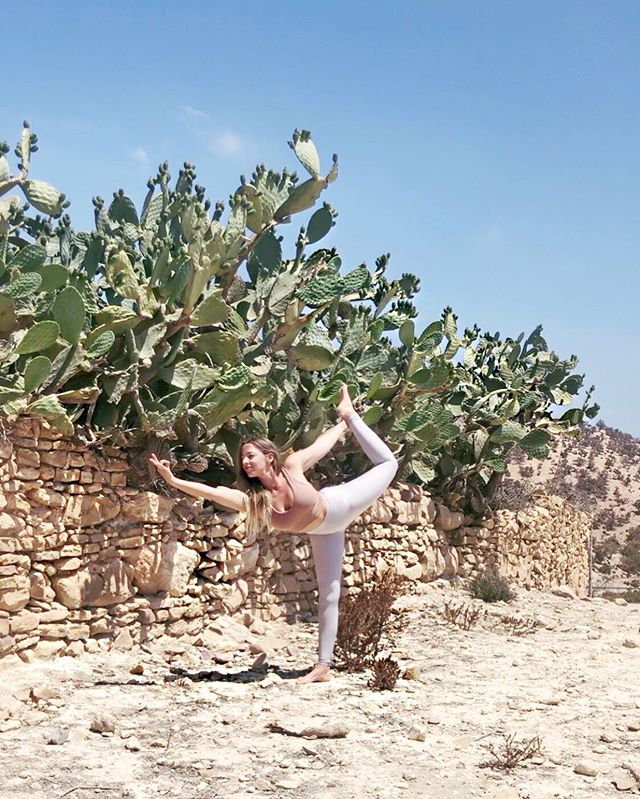 🌵 . 'Life is the dancer and you are the dance' - Eckhart Tolle . 💃🏼 . Dancing all the way to Amsterdam after the best days in Morocco . Can't wait to get to church with @meghancurrieyoga ✨ . . . #dancerpose #retreatlife #loveeverymoment