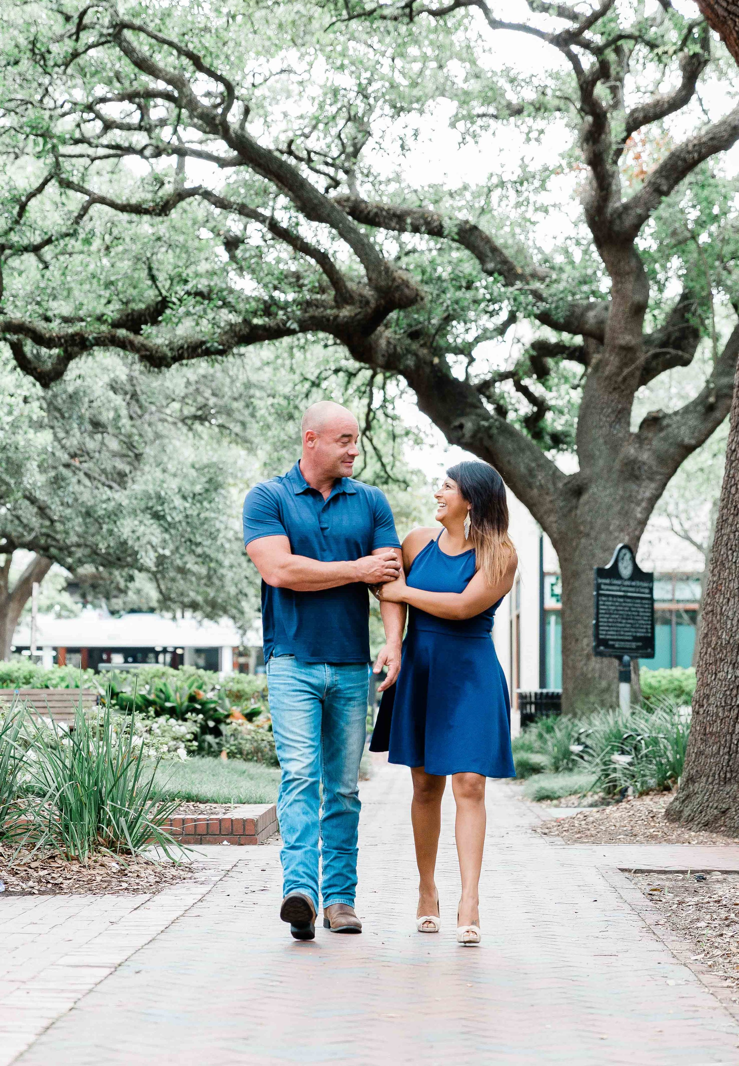 AJ0A8348Reynolds Square and Wormsloe Engagement Session01.jpg