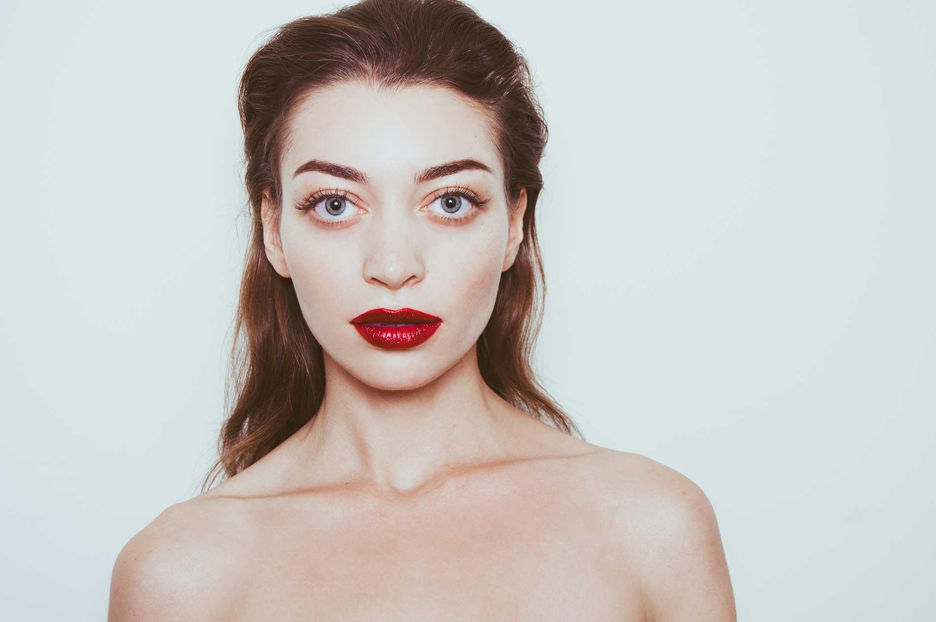 alicia-oliveri-professional-make-up-artist-new-york-city-holiday-campaign.jpg