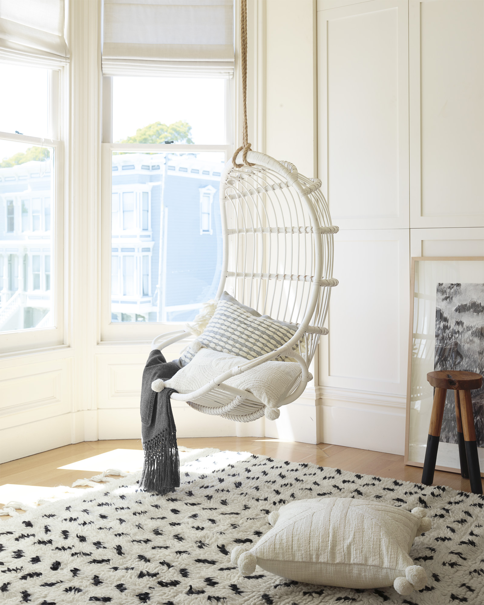 Chair_Hanging_RDH-80906-brighter_Crop_BASE.jpg
