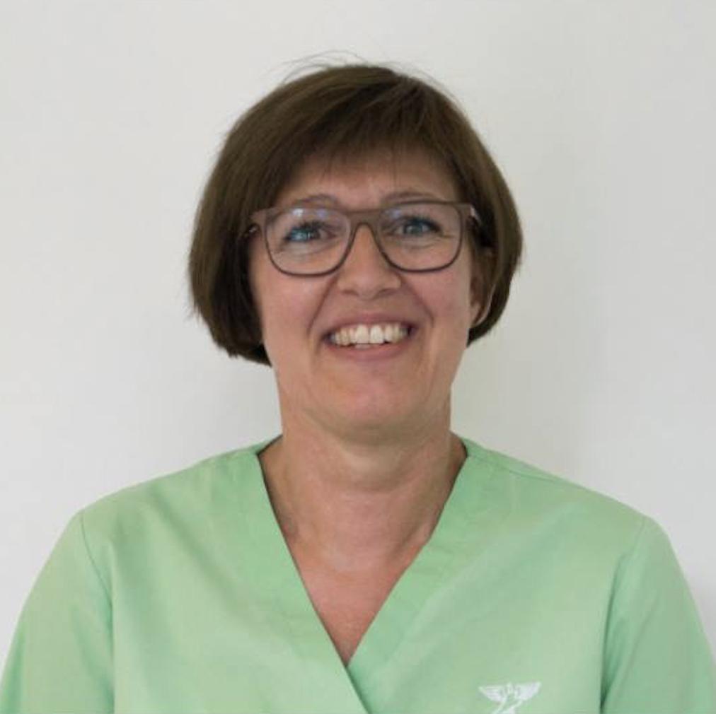 Marianne Beierholm    Onsdag – torsdag – fredag   Færdiguddannet fodterapeut – 1990 Klinikassistent FDZ Zoneterapeut
