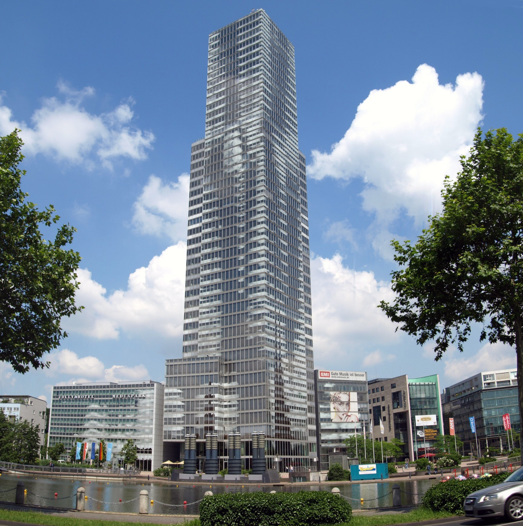 SMILE der Empfangsservice - Referenz Kölnturm