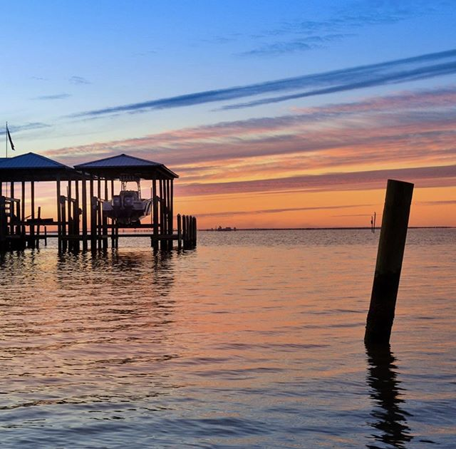 Summer solstice... means we get to enjoy an extra moment of nights like these on the Eastern Shore. Celebrate the longest day of the year! #summersolstice #longestday #officiallysummer #june21 #easternshoreal #timelessdesign #timelesssky #ticklecreative #judgessquare