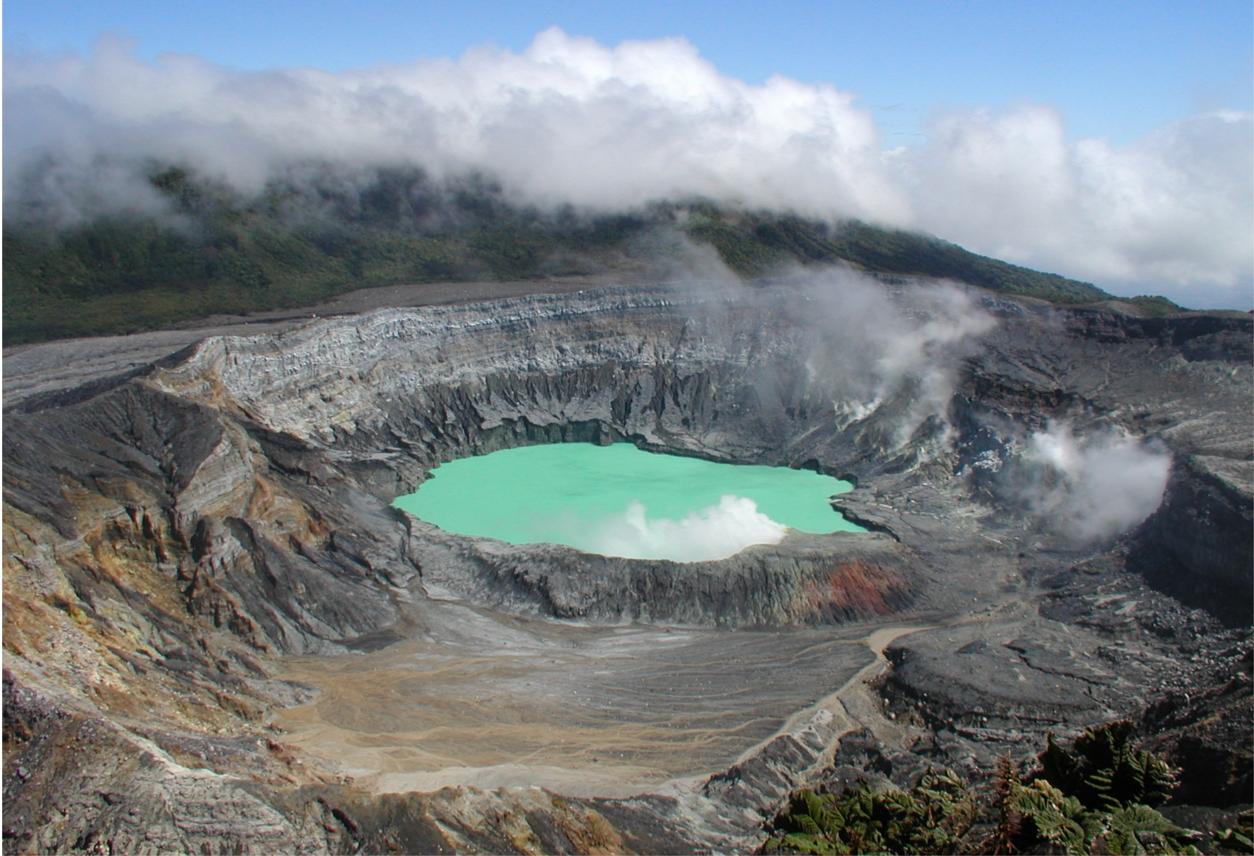 Caminatas por volcán