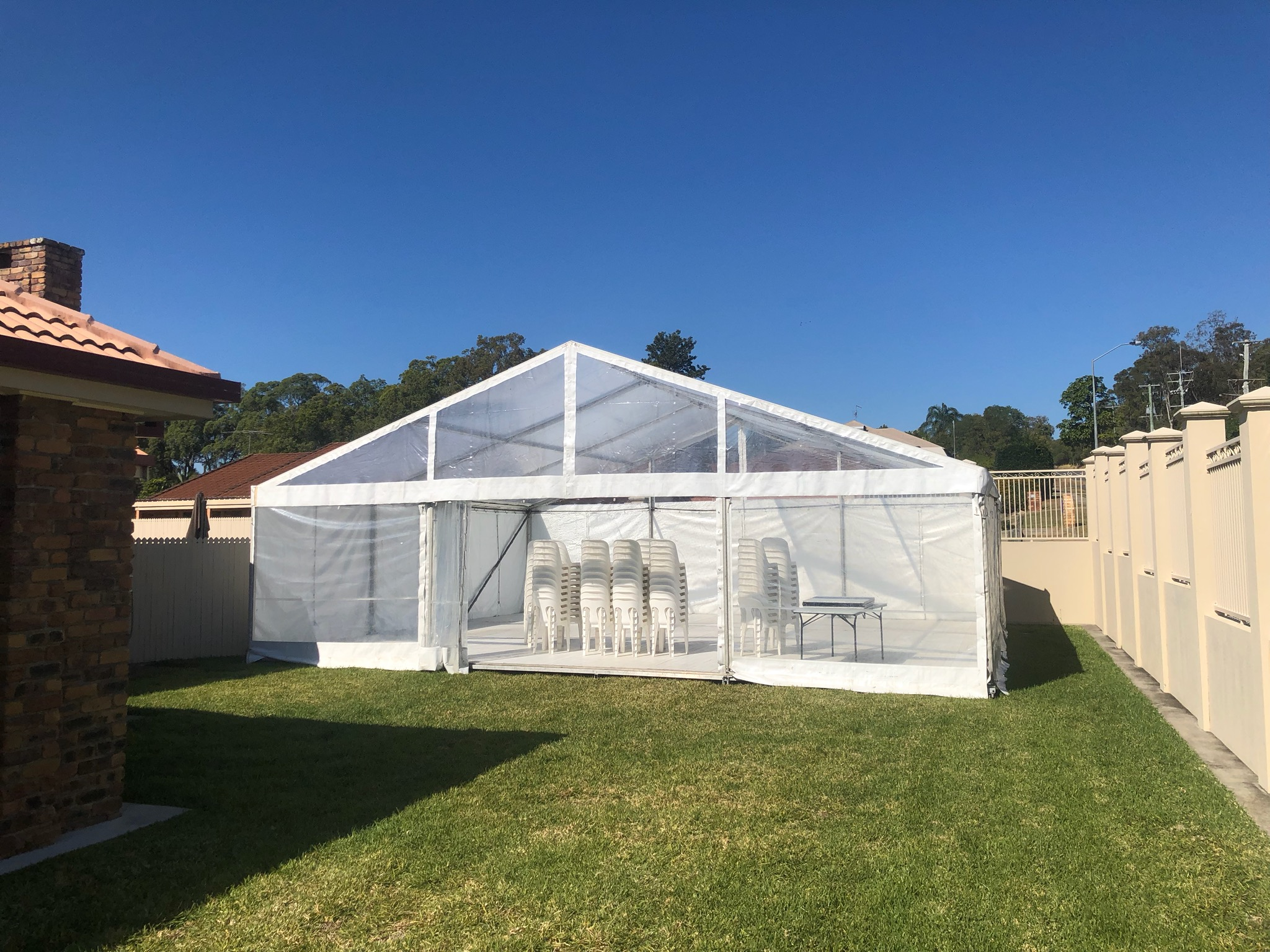 10 x 9m Clear Roof, white walls