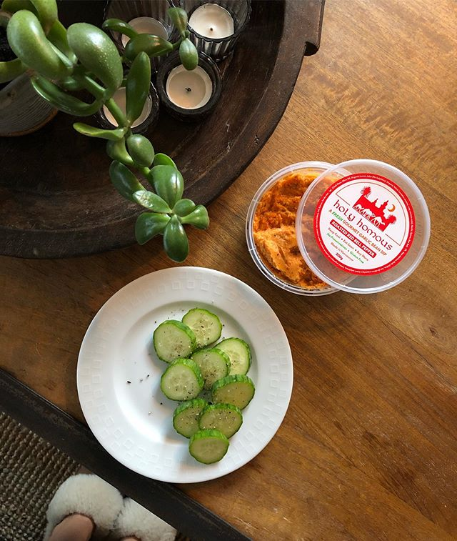 We're here for you, any time of the day 🥒 . . . . . . . #hummus #holyhomous #plantbased #vegan #vegetarian #whatvegabseat #vegansofinstagram #veganfoodshare #wellness #healthy #foodie #dairyfree #glutenfree #nosugar #dip #healthydip #delicious #snacktime #veggieplate