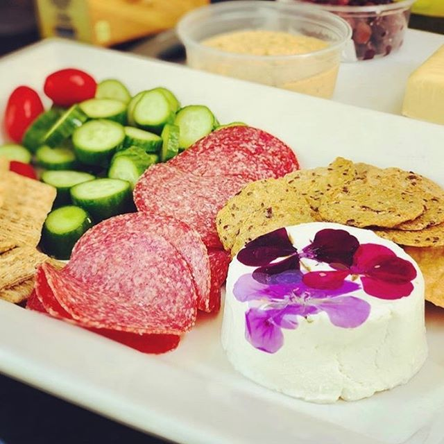 Ready for lunch! @saltspring_island_cheese almost looks too pretty to eat, almost... 🤤 . . . . . . . #hummus #holyhomous #plantbased #vegan #vegetarian #whatvegabseat #vegansofinstagram #veganfoodshare #wellness #healthy #foodie #dairyfree #glutenfree #nosugar #dip #healthydip #delicious #lunchtime #charcuterie #cheese #saltspringcheese