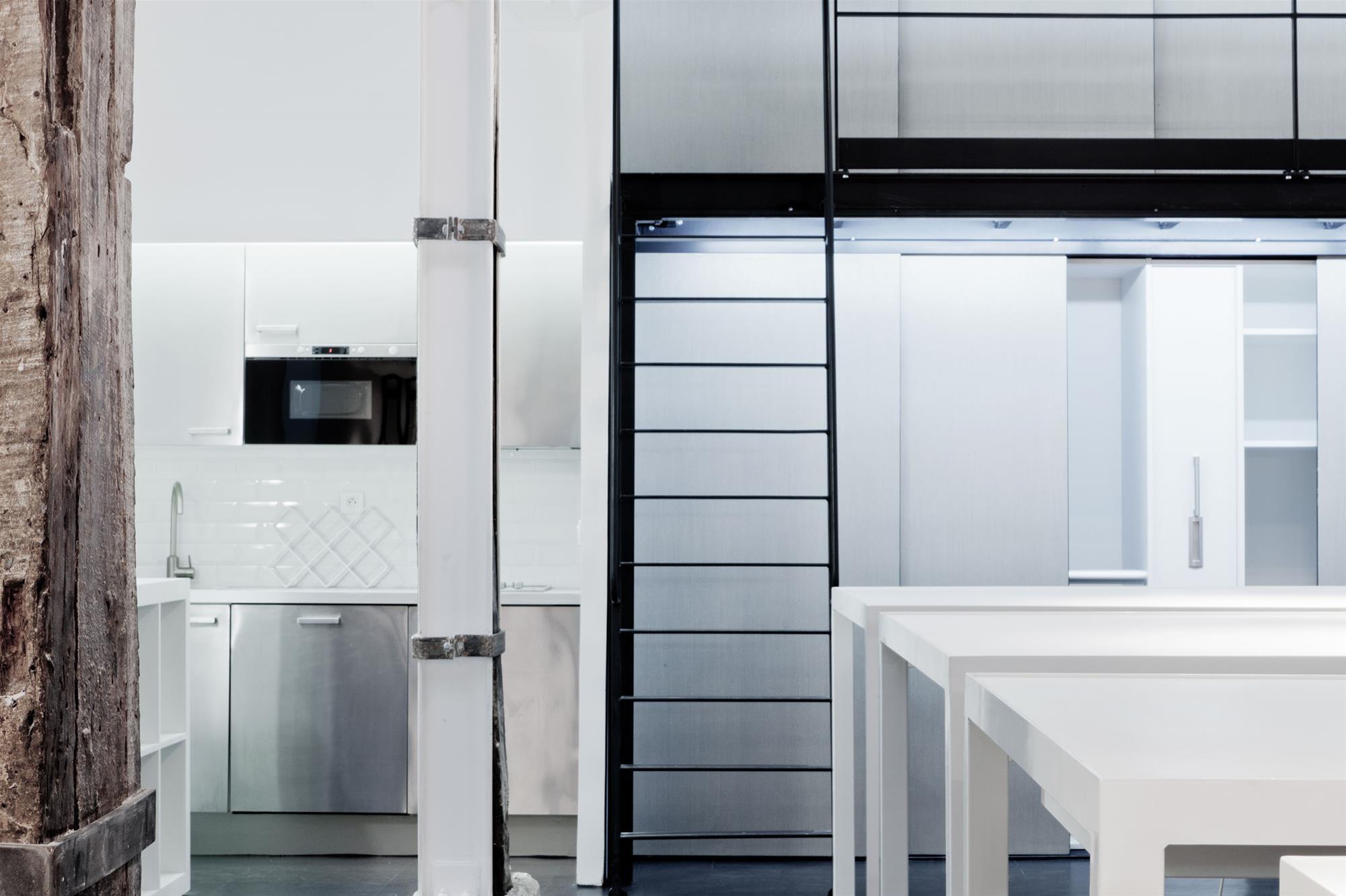atelier_stefan_lubrina_interior_mezzanine_escaliers.jpg