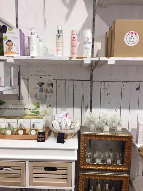 Boutique-Lovemétique-Paris-cosmétiques-bio-elisa-les-bons-tuyaux.JPG