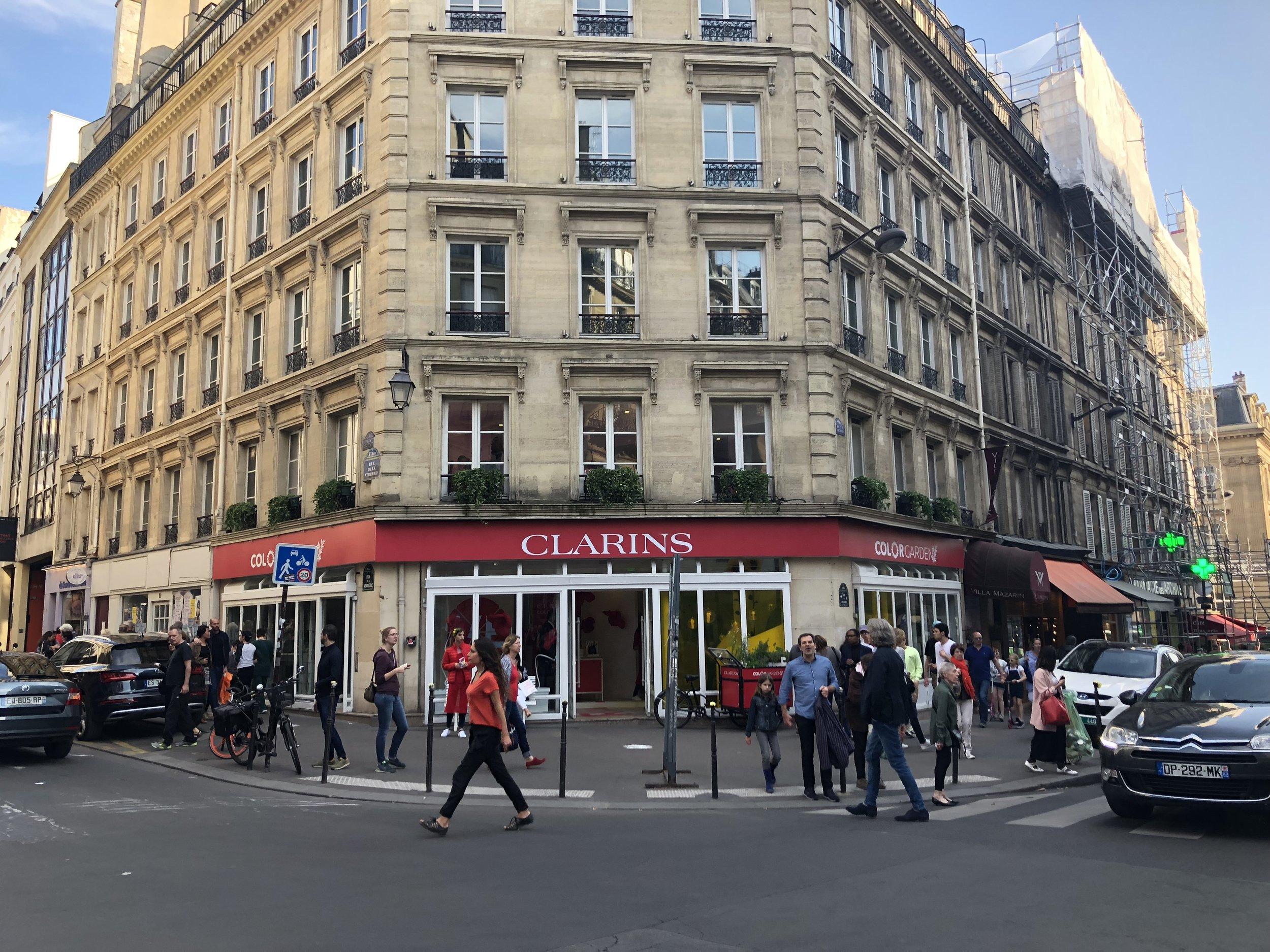 Pop-up-store-Clarins-elisa-les-bons-tuyaux.JPG