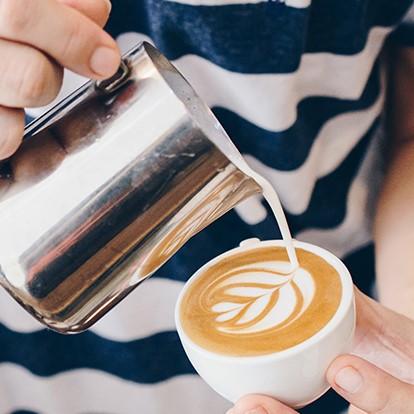 Bon-plan-Latte-art-Coffee-Summer-Sessions-Brulerie-Caron-elisa-les-bons-tuyaux.jpg