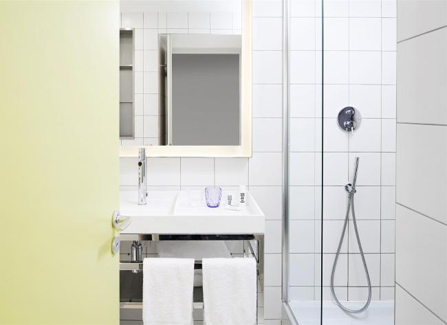 mama-shelter-paris-chambre-salle-de-bain-elisa-les-bons-tuyaux.jpg