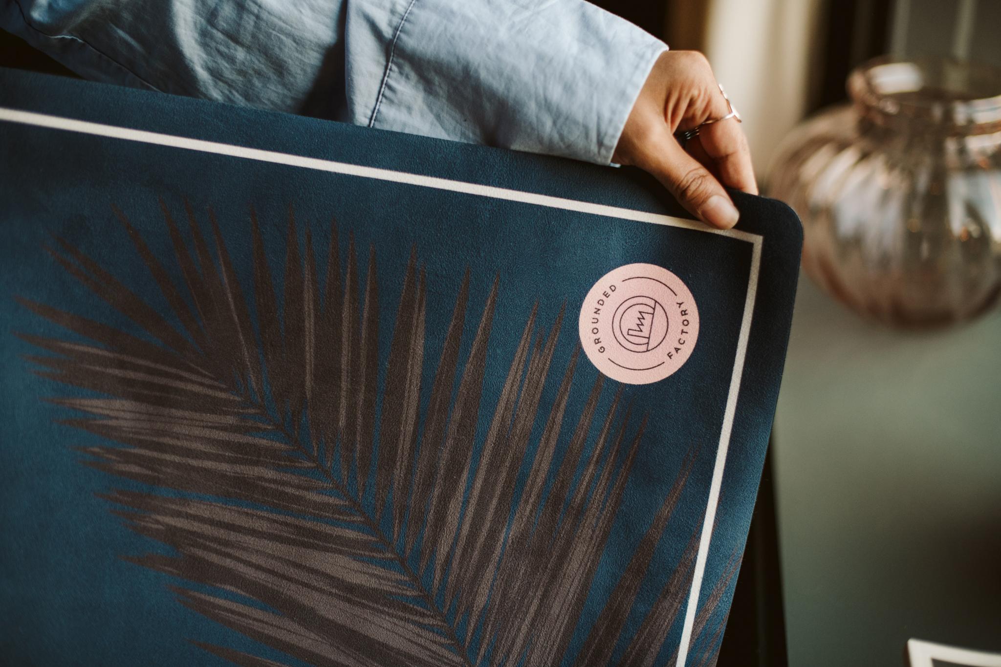 Grounded Factory erbjuder ekovänliga yogamattor med vackra prints på.