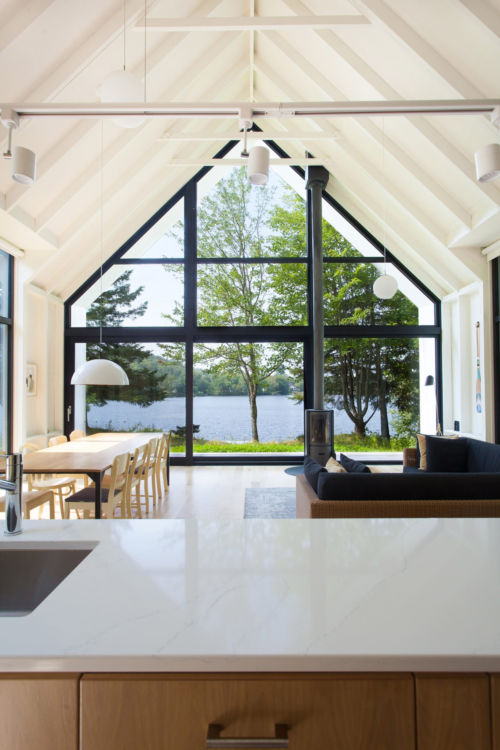 window-on-the-lake-yh2-architecture-residential-canada_dezeen_2364_col_1-1704x2556.jpg