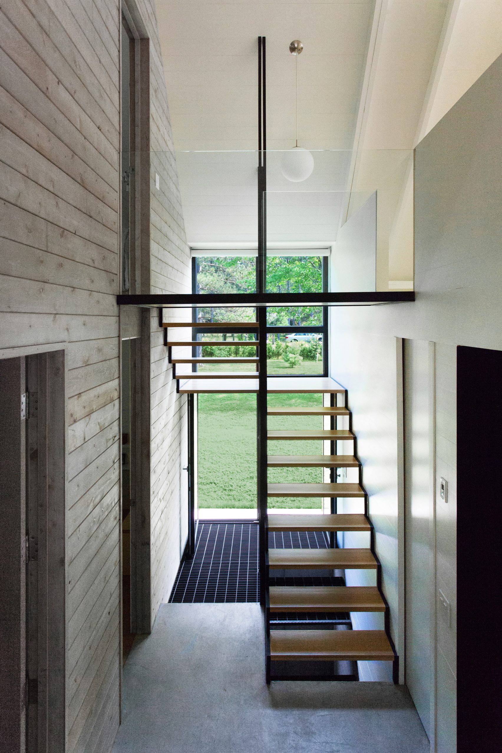window-on-the-lake-yh2-architecture-residential-canada_dezeen_2364_col_12-1704x2556.jpg
