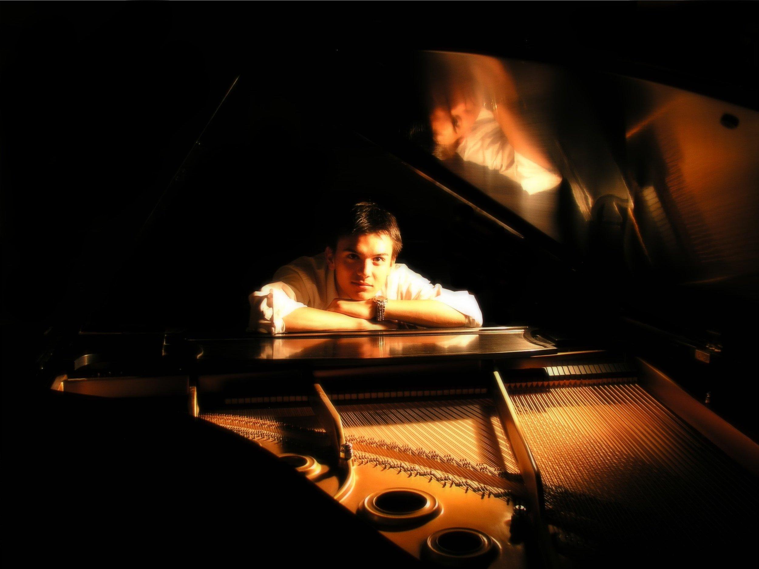 cross arm piano(edited).jpg