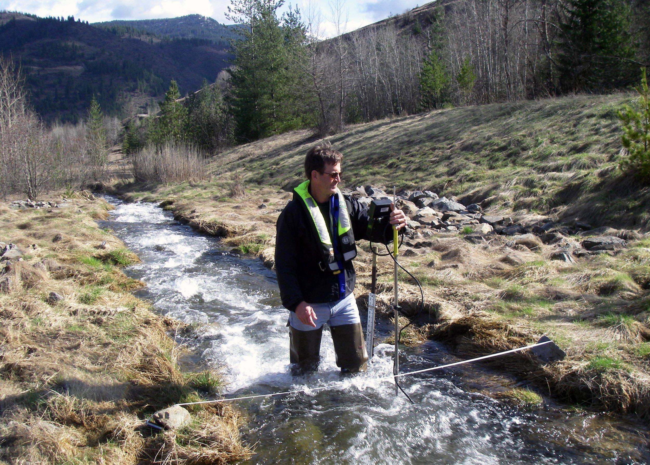 Hydrologist_Measuring_Streamflow_(15303060773).jpg
