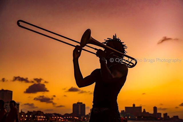"Hey photographers out there, do you remember to make use of the ""Golden hour""? . . . #havana #malecon #music #canonphotographer #canon5dmarkiii #street_photography #street_perfection #nationalgeographicmagazine #keepitbrief #nationalgeographic_  #spi_silhouettes #spi_light  #spi_streetphotography #spi_collective #spi_citylife #trombone #canonglobal #canonpt"