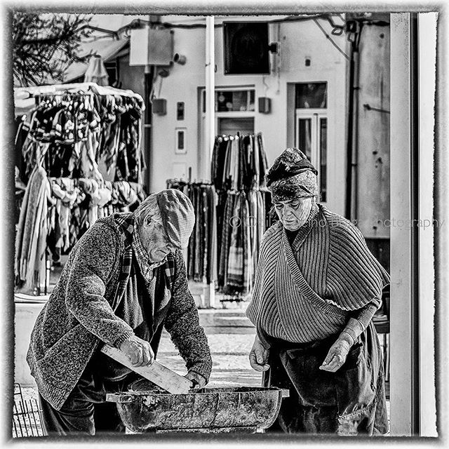 Life is much better when lived in partnership! ❤️ . . #portugal #nazare #love #bbq #lensonstreets #thestreetphotographyhub #storyofthestreet #keepitbrief #canonpt #canonglobal #bnwsouls #bnw_captures #bnw_worldwide #bnwphotography #bnwmood #bnwportrait #bnw_perfection #doubleyedge