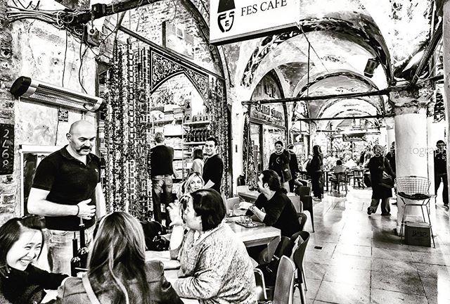 When in Istanbul... it doesn't get any better than having tea at the Grand Bazaar! . . . #istanbul #grandbazaar #tea #teaatthegrandbazaar #contantinople #bnw_captures #canon #canonphotographer #people #bnwphotography #bnw_of_our_world #keepitbrief #fotografabrasileiraemlisboa #bnw_perfection #traveleurope #streetphotography #canomglobal #urbanphotography