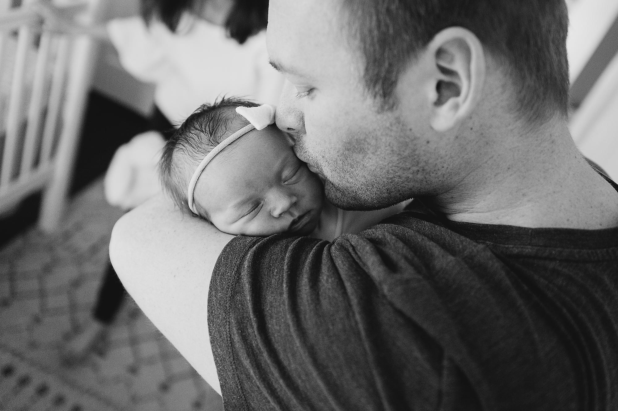bethany-brinkworth_lifestyle-daddy's-newborn-girl.jpg